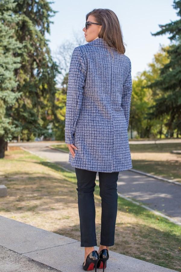 Стилно дамско палто с двуредно закопчаване