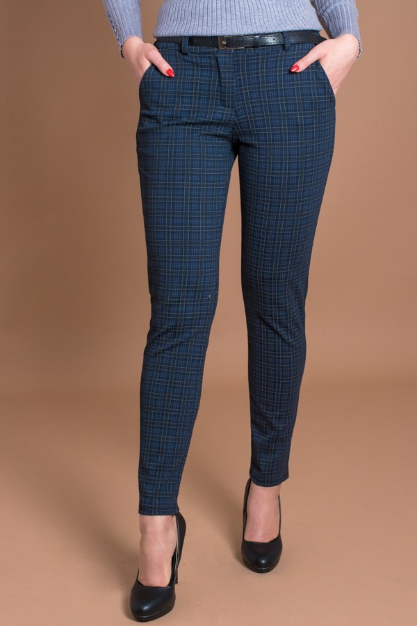 Кариран дамски панталон в тъмно син цвят