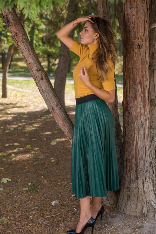 Дамска кожена дълга пола плисе в зелен цвят