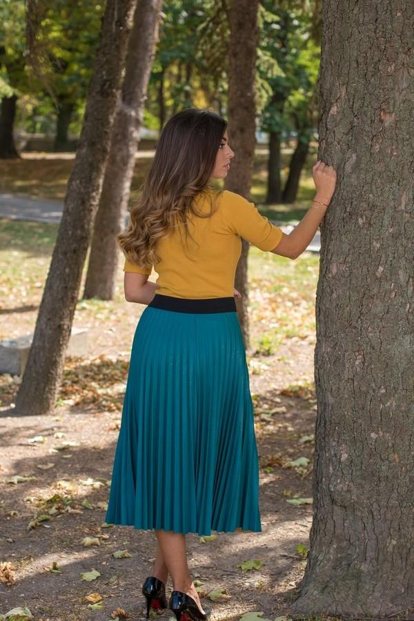 Дамска кожена пола в тюркоазено зелен цвят тип солей