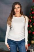 Изчистен пуловер с обло деколте в бяло