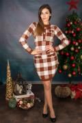 Карирана рокля от мека и стегната материя