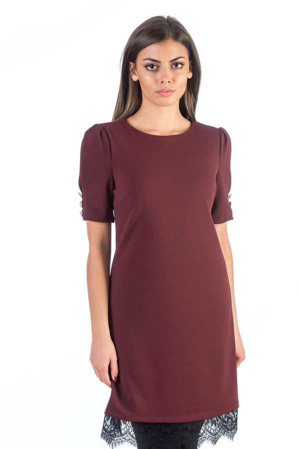 Дамска рокля в цвят бордо с къс ръкав