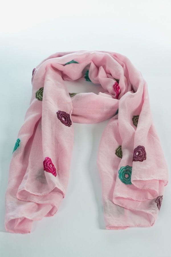 Дамски шал на шарени маргаритки