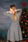 Сива рокля от фино плетиво с копчета отпред